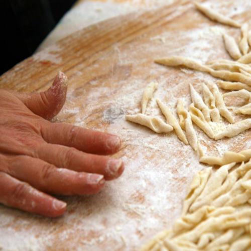 gastronomia-donna-elisa-strozzapreti-fatti-a-mano